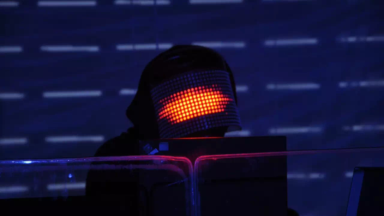led-mask-controlled-by-resolume-1